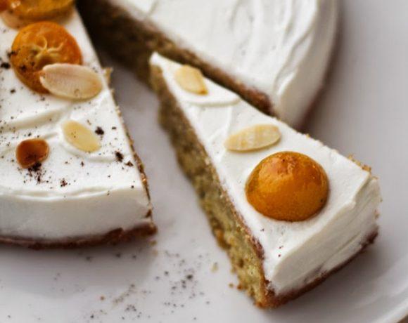torta di mandorle, kumquat e vaniglia con yogurt e mascarpone