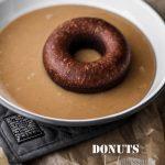 C'è solo una cosa più buona dei donuts: i donuts al cacao glassati al dulce de leche