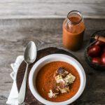 Pomodori, amiche, compleanni di libri e ricette estive: il gazpacho andaluso della mia Barbaretta