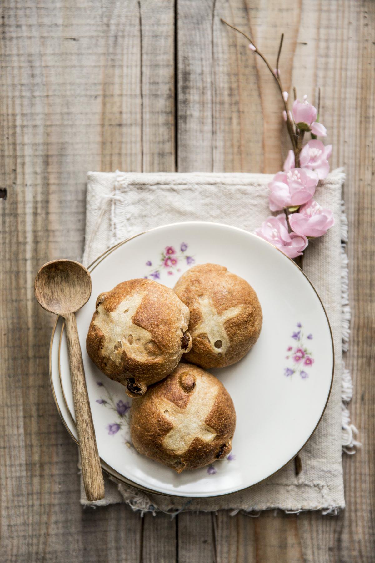 Hot Cross Buns Farro e Miele Pasqua | Vaniglia Storie di Cucina