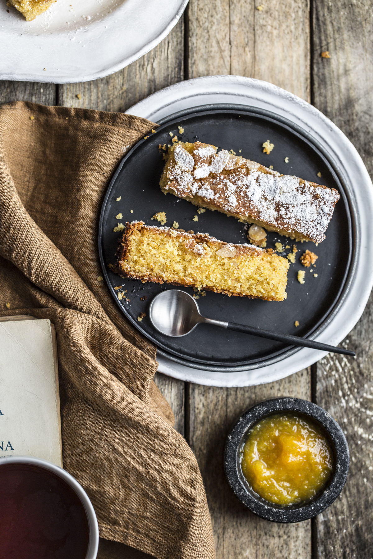 Orange, almond and honey polenta cake - il mestiere dell'inverno