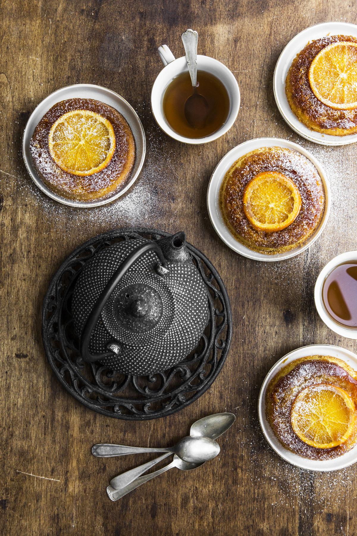 Tortine rovesciate all'arancia e Gratin cavoletti e taleggio
